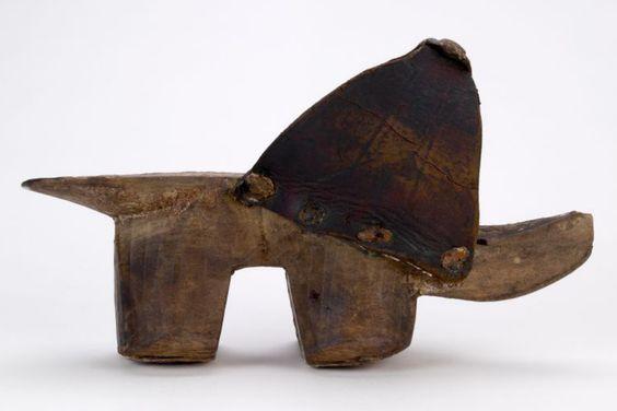 1400年代オランダ。初期のものは下駄のような高い「歯」を持つものが多い