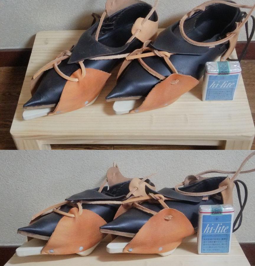 我が家のパッテンと中世靴。靴と合わせると二重に履く形になるうえ、重量も割とあるのでけっこう歩きづらい。