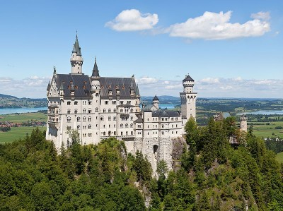 from https://commons.wikimedia.org/wiki/File:Schloss_Neuschwanstein_2013.jpg